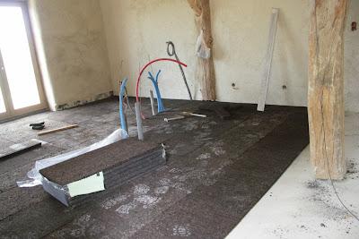 epouvanpaille isolation su sol li ge mise en place du plancher chauffant. Black Bedroom Furniture Sets. Home Design Ideas