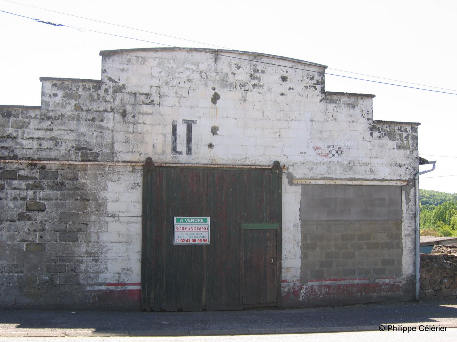 Les murs peints s 39 affichent retour de vacances - Ancien garage automobile a vendre ...