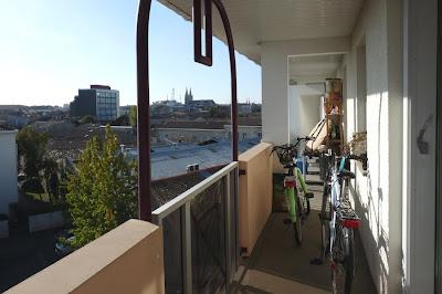 amenagement balcon en longueur id es d am nagement de balcon un rien de d coun rien amenagement. Black Bedroom Furniture Sets. Home Design Ideas