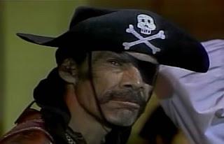 Resultado de imagem para pirata alma negra chaves gif humor