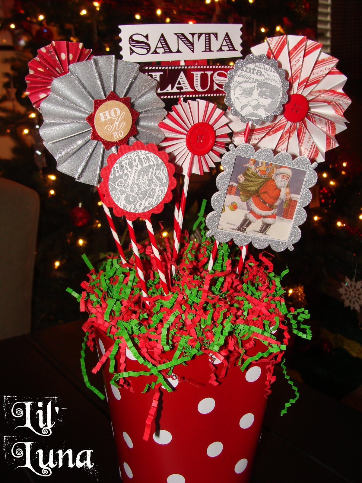 Deck The Holiday 39 S Diy Christmas Paper Centerpiece