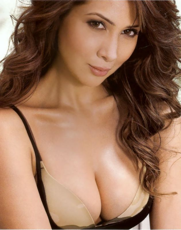Sexy photos of kim sharma