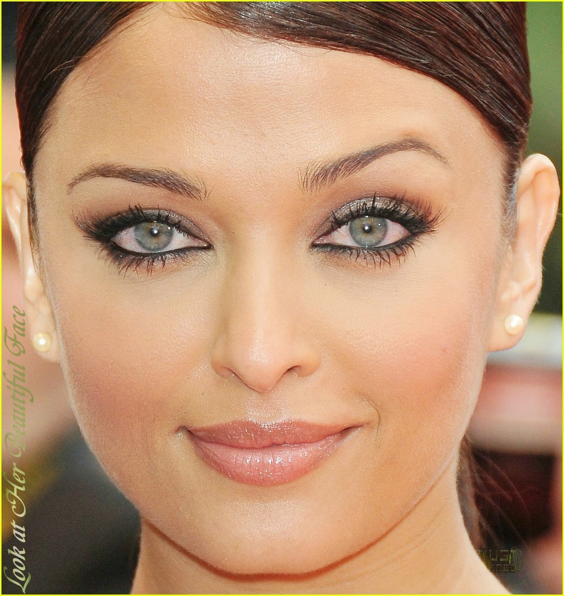 look at her beautiful face perceiving the eye color of aishwarya rai. Black Bedroom Furniture Sets. Home Design Ideas