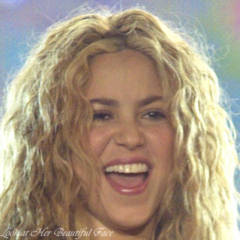Look At Her Beautiful Face Look At Shakira Beautiful Face