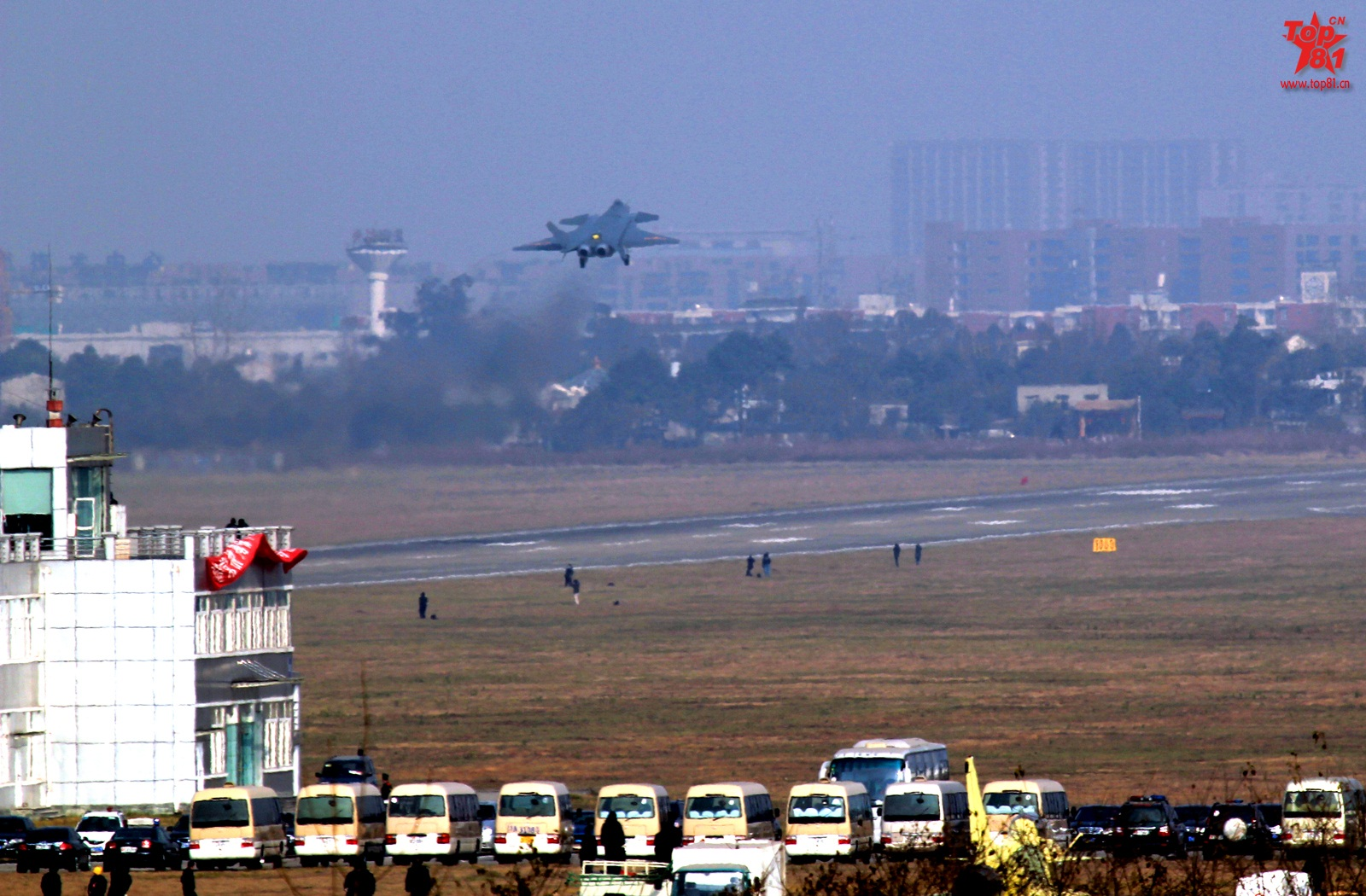 China Defense Blog: IT FLIES! J-20 Stealth Fighter takes