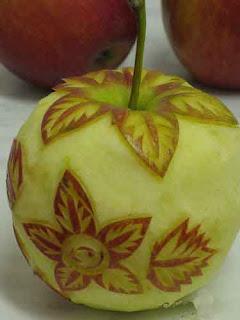 Резьба по яблуку.