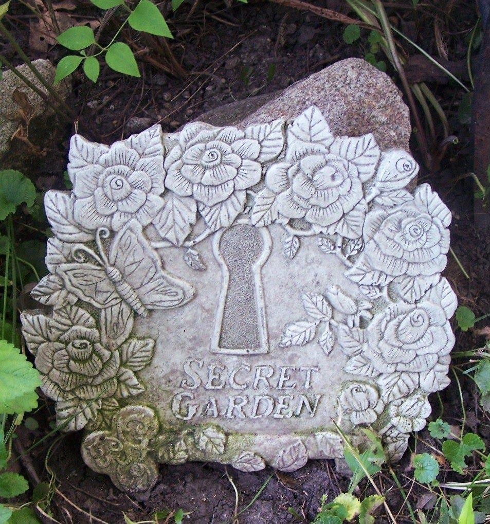 My Secret Garden: Old Glory Cottage: My Secret Garden-White Wednesday