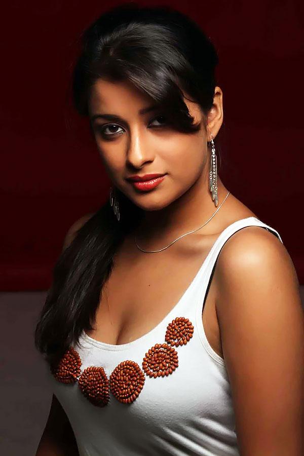 Indian Celebrity Sexy Girls: Telugu heroine madhurima hot