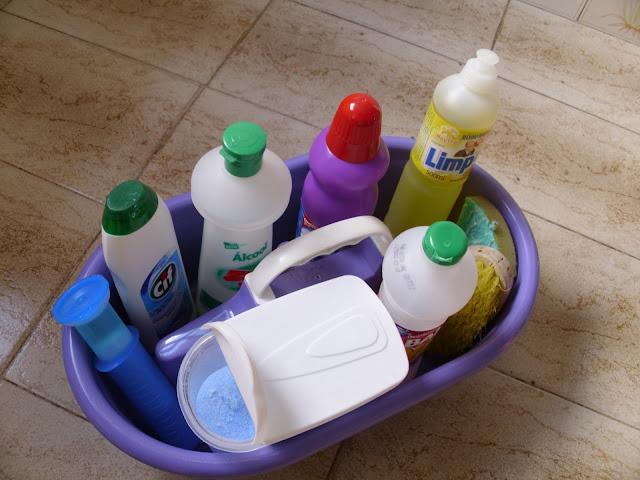 Organizador de material de limpeza