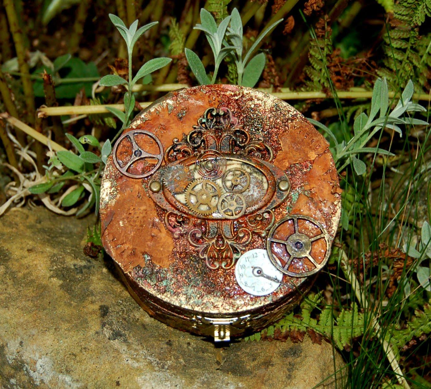 Zuzu's Petals 'n' Stuff: Faux Rust trinket box... Mixed ...
