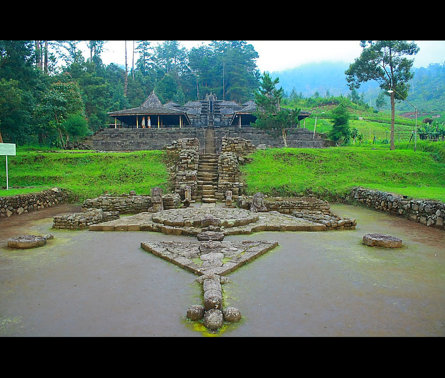 Menelusuri Situs Bersejarah Candi Cetho Karanganyar Sobondeso