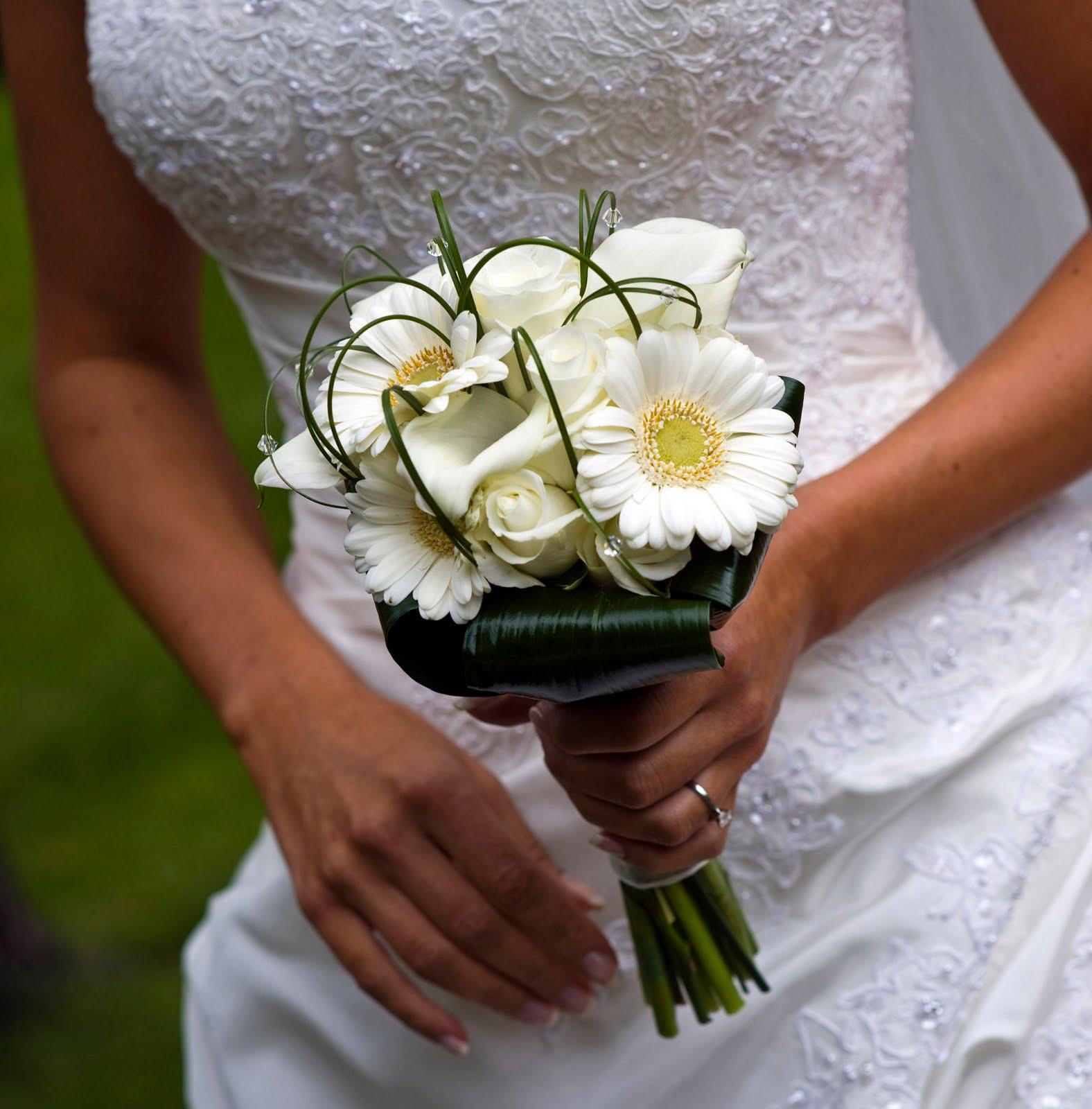 Simple Wedding Bouquet Of Flowers: Pod