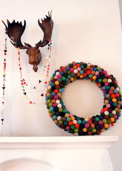 [felted-ball-pom-pom-wreath.jpg]