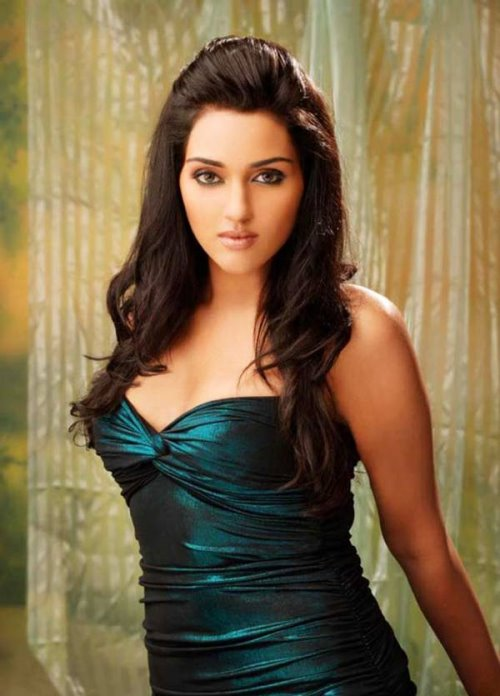 Famous Pretty Girls: Celebrity Beautiful: Hot Girl Pretty Ragini Look Beautiful