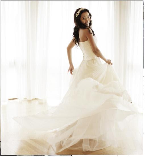 Korean Star: Kim Hee-Sun's Wedding Gowns Revealed