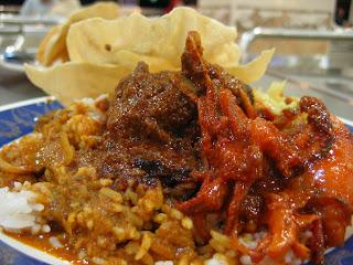 5 Makanan Khas Malaysia yang Harus Dicoba : Nasi Daun Pisang, Kandar, Lemak DLL