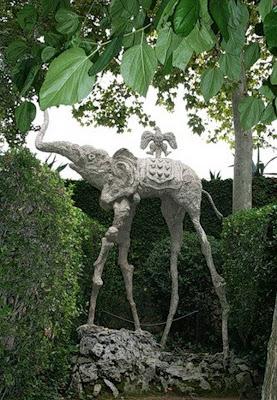 Unusual-urban-sculpture-04.jpg