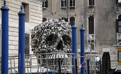 Unusual-urban-sculpture-12.jpg