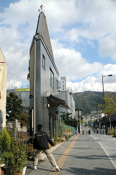 Narrow house designs in Japan