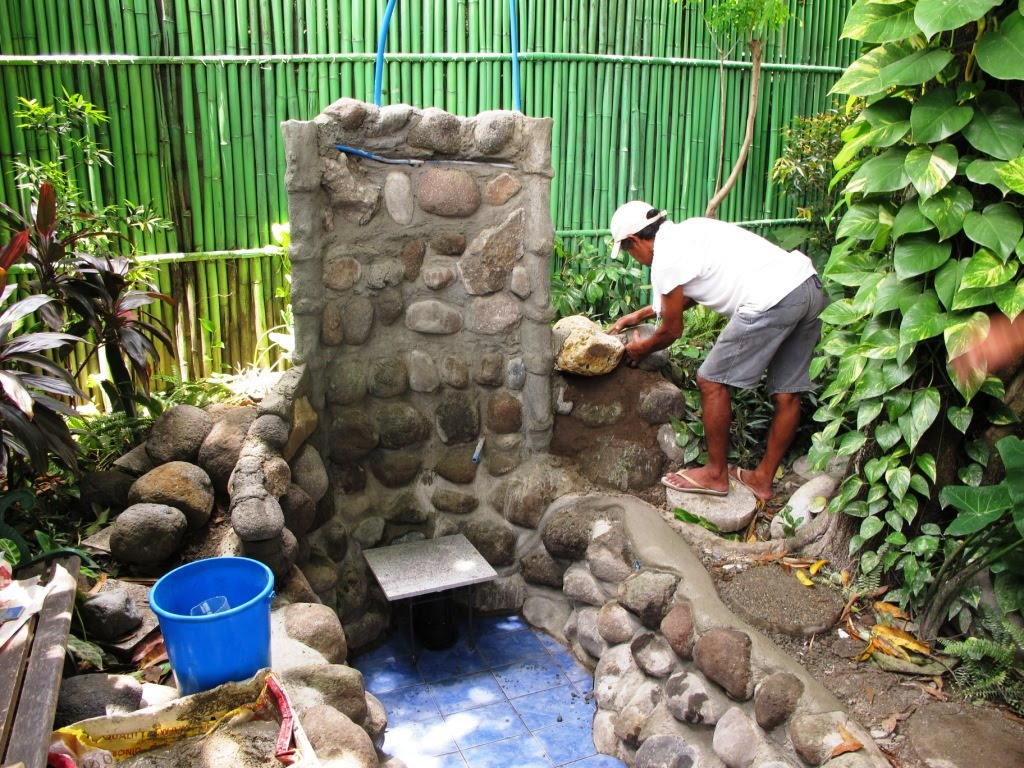 Philippines Phil: The Fishpond build after one week...
