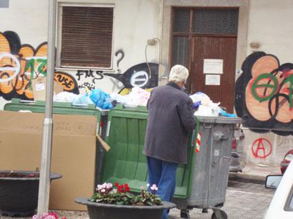 Αποτέλεσμα εικόνας για σκουπιδια για φαγητο