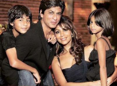 Amitabh Bachchan, Shahrukh Khan y su hijo Aryan Khan ganan los premios AVA!!!