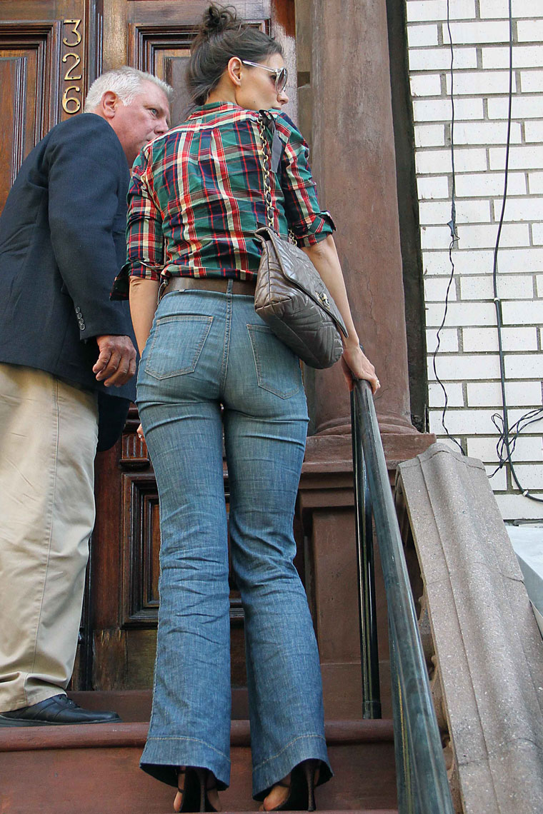 Celebrity Butts Katie Holmes In Mom Jeans-5500