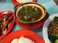Clay pot chicken, Ghim Moh hawker centre
