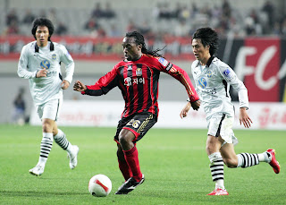 Kiki Musampa in action for Seoul against Incheon United