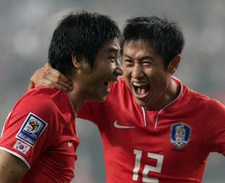 Lee Young-pyo congratulates Lee Keun-ho