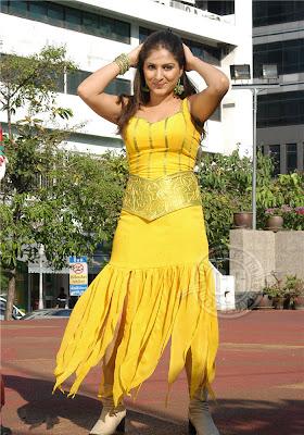 Amisha patel yellow bikini show - 2 part 3