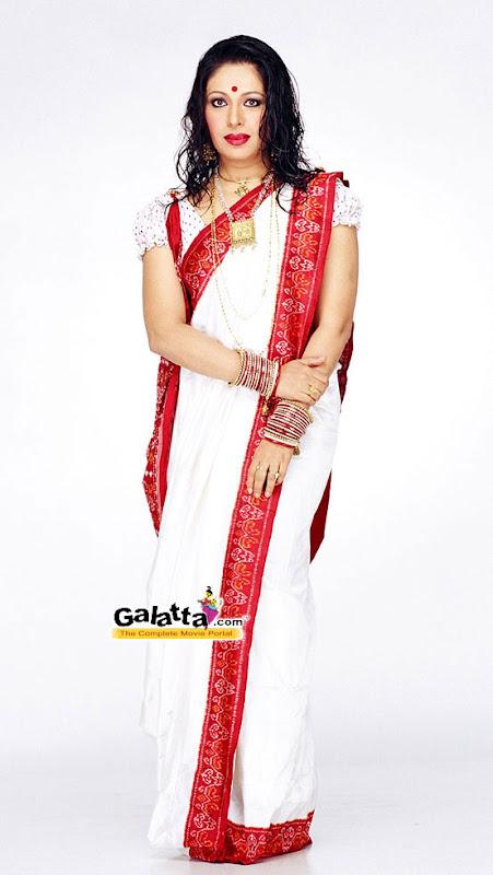 South Indian Cinema Actress: Mallu Aunty Sexy In Saree
