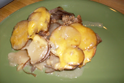 Cheeseburger Scalloped Potatoes, easy slow cooker recipe