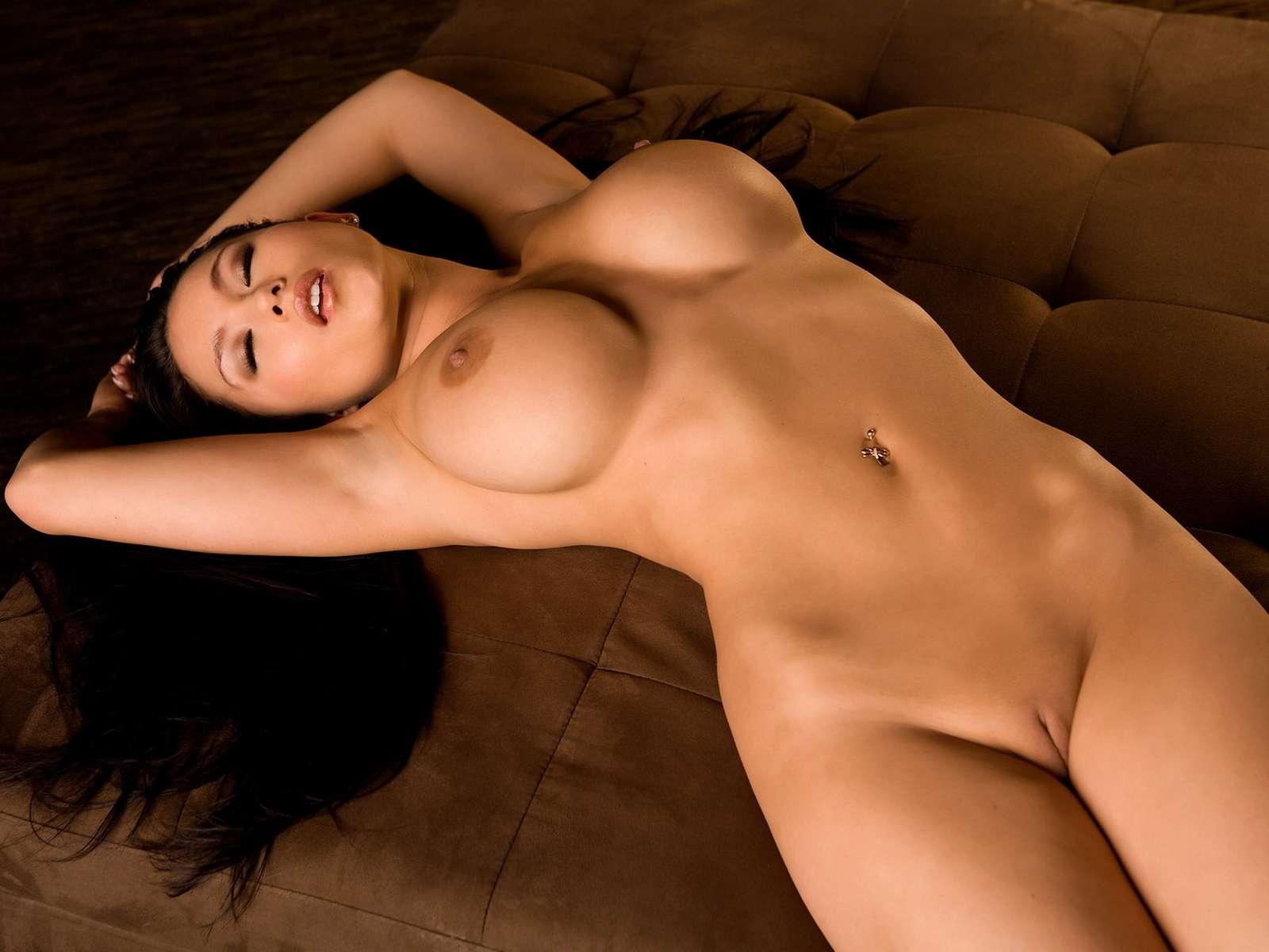Большегрудые девушки голые