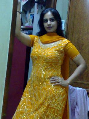 Hot Bikini 2011: Indian girls women bra panty in shalwar kameez