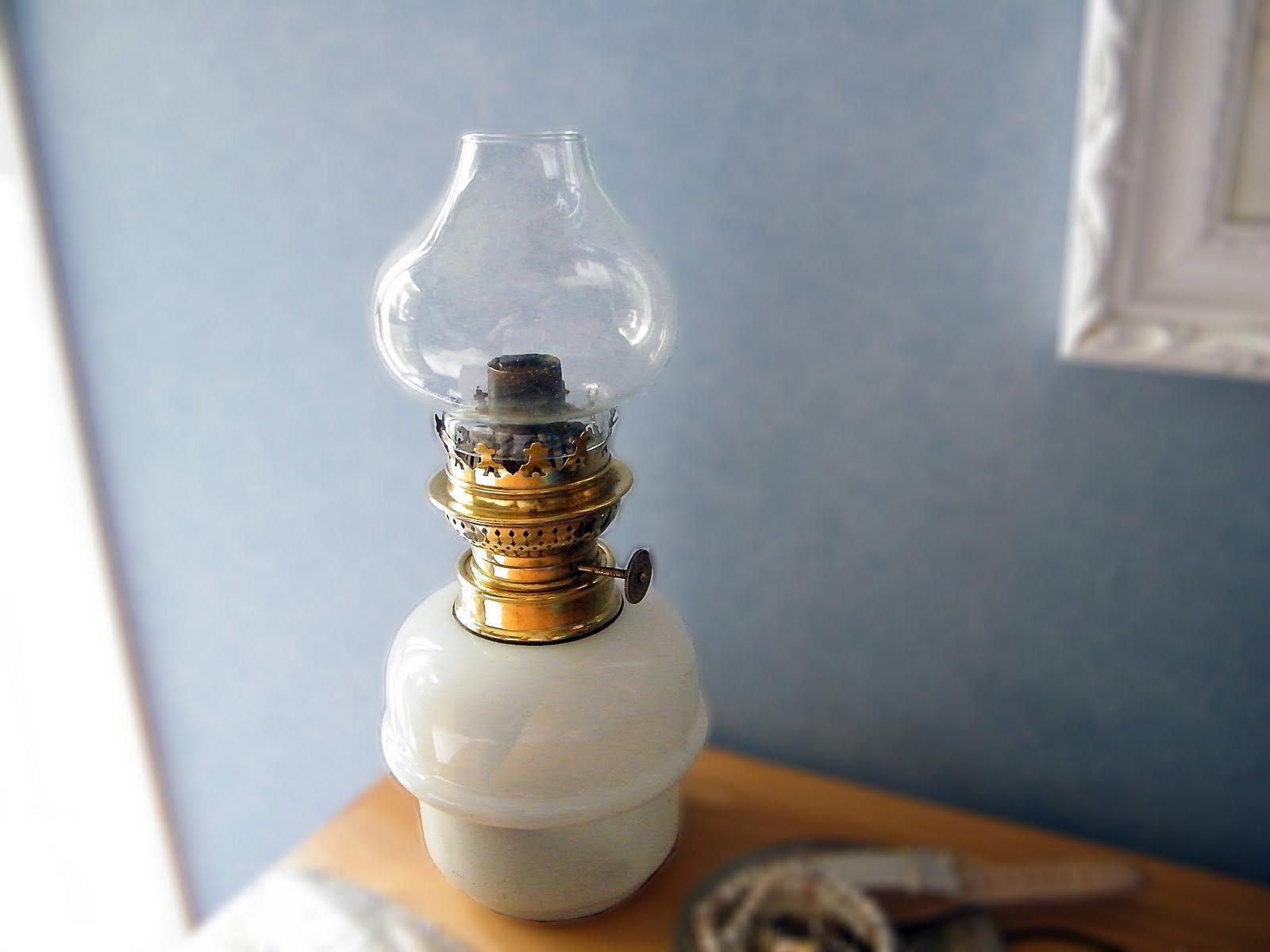 aiguilles malines restauration d 39 une lampe p trole. Black Bedroom Furniture Sets. Home Design Ideas