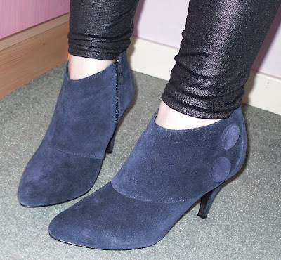 5e1988b363e Navy suede ankle boots with large button detail New Look