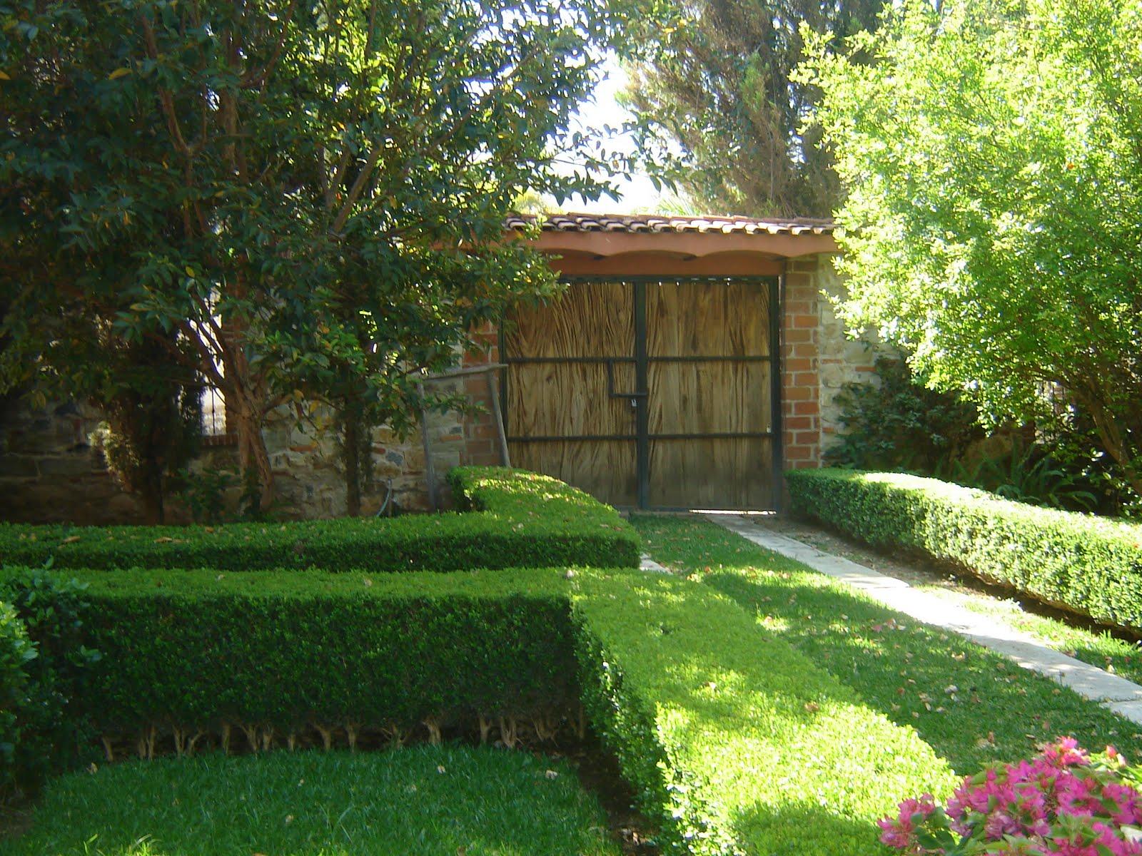 Blogbienesraices la calera casa de campo for Fotos de casas modernas con jardin