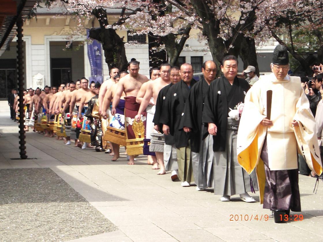 Baroqueの優雅な昼下り: 靖國神社奉納大相撲