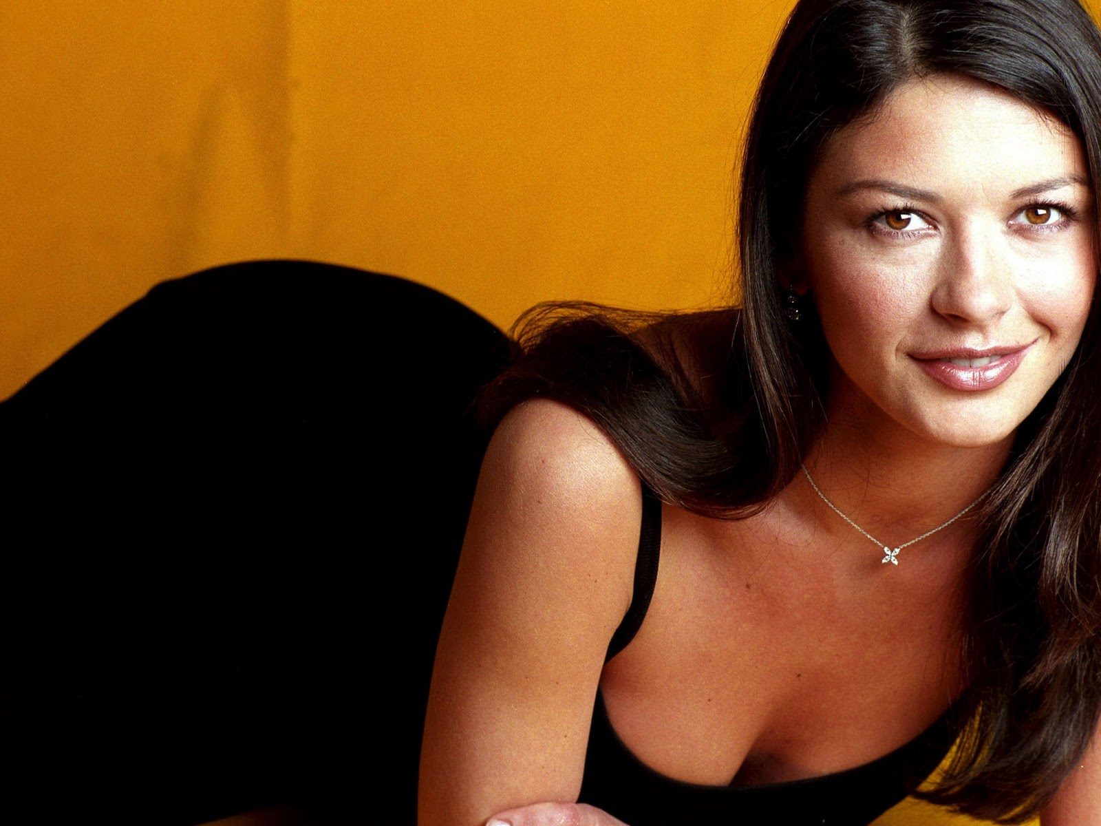 Celebs Exposure: Catherine Zeta-Jones Hot Cleavage
