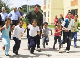 "Hugo Chávez is preparing for war ""ensure peace"""
