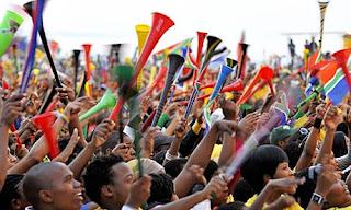 Fanaticos con vuvuzelas