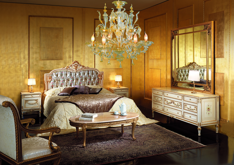 Bedroom in Venetian Style Painted With Ivory Lacquering ...