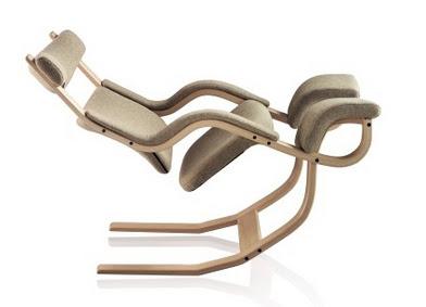 scaun balansoar cu design scandinavian