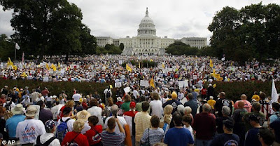 http://3.bp.blogspot.com/_cXDNl6nuhWg/Sq0E8EpnR4I/AAAAAAAAAHg/R3E5Fcm6LEo/s400/Thousands+in+Washington.jpg