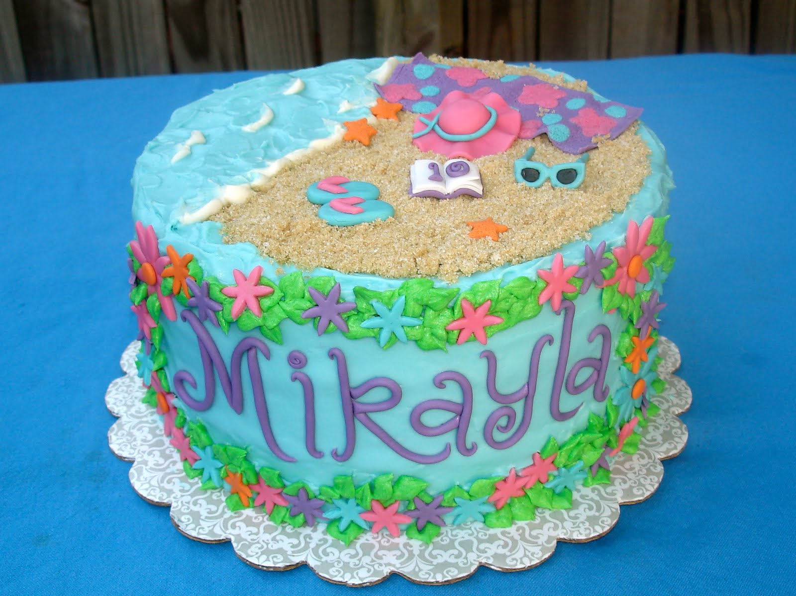 8 28 10 10th Birthday Swim Party Love That She Was In My Cake Decorating Class This Summer And Then Wanted A From Her Teacher