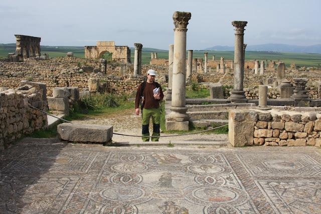 VISITAR VOLUBILIS, nos confins do império romano no norte de África | Marrocos