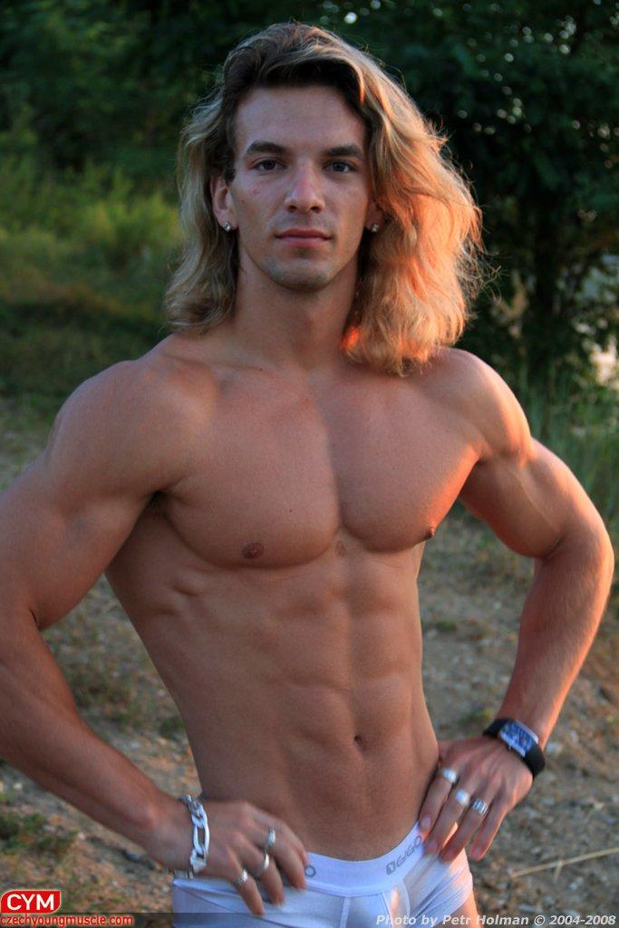 Aesthetic junior bodybuilder Filip J - abdominals training
