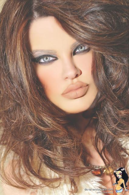 Fashion  Showbiz Wild Woman - Dana Hamm