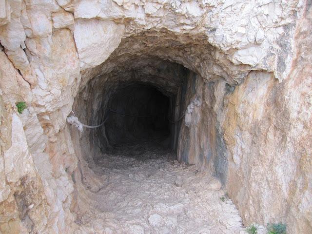 Eixida del túnel per la vessant est del penyal